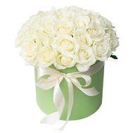 White roses in a hat box - flowers and bouquets on 7roz.lviv.ua