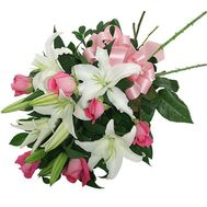 Bouquet of flowers from 6 roses and 1 lily - flowers and bouquets on 7roz.lviv.ua