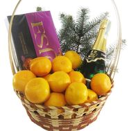 Gift basket with champagne - flowers and bouquets on 7roz.lviv.ua