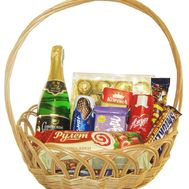 Gift basket with sweets - flowers and bouquets on 7roz.lviv.ua