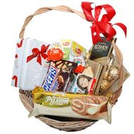 Sweet gift basket - flowers and bouquets on 7roz.lviv.ua