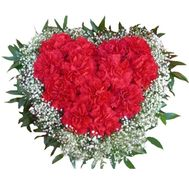 Heart of red carnations - flowers and bouquets on 7roz.lviv.ua