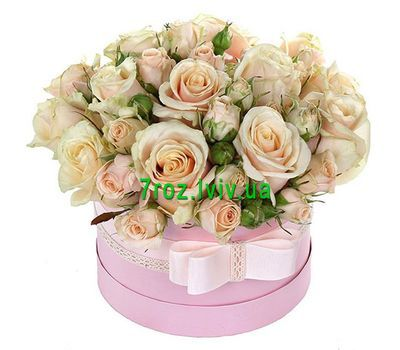 """""""A nice little box of roses"""" in the online flower shop 7roz.lviv.ua"""
